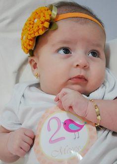 Faixa para bebê em elastico acetinado laranja, florzinhas de feltro laranja com aplicação de perola.  super confortável, não aperta a cabecinha do bebê. Deixe sua linda ainda mais fofa. R$ 22,90