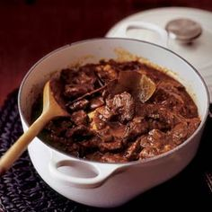 ~ ♥Traditional Typical Dutch Recipes Dutch Hachee by typical dutch recipes Dutch Recipes, Cooking Recipes, Healthy Recipes, Freezable Recipes, Amish Recipes, Cooking Time, Goulash, Classic Bolognese Recipe, Weigt Watchers