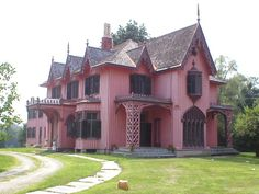 Bowen House, Woodstock, CT… although I'm not sure it would stay pink if it were mine.