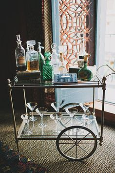 Gatsby inspired bar cart with vintage decanters The Great Gatsby, 1920s Bar, Bar Trolley, Drink Cart, Beverage Cart, Vintage Bar Carts, Outside Bars, Gold Bar Cart, Bar Cart Decor