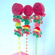 Love these candy kebabs displayed on colorful paper straws! Trolls Birthday Party, Troll Party, Birthday Parties, Candy Kabobs, Sweet Cones, Sweet Bar, Rainbow Parties, Candy Crafts, Party Mix