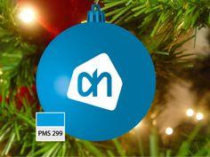 Kerstbal in blauw, pms 299, met opdruk AH in wit
