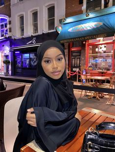 Modest Outfits, Chic Outfits, Fashion Outfits, Muslim Fashion, Modest Fashion, Mode Ootd, Hijab Fashion Inspiration, Instagram Pose, Hijab Outfit
