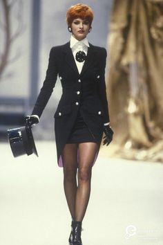 Linda Evangelista - Chanel Haute Couture F/W 1991