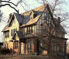 8 amazing old victorian homes images old victorian homes rh pinterest com