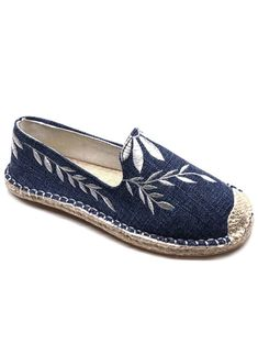 Flower Embroidery Round Toe Straw Loafers