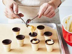 Kuchen im Waffelbecher – schnelles Rezept Easy Cupcake Recipes, Quick Recipes, Easy Desserts, Baking Recipes, Dessert Recipes, Dessert Bread, Healthy Recipes, Frozen Waffles, Best Bakery