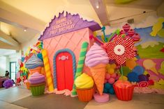 candyland decorations I am super stoked to share Riannes candy-themed birthday bash! It was sugar-coated with fun and had so many darling ideas! For any little boy or girl who is Candy Theme Birthday Party, Candy Land Theme, Candy Party, 1st Birthday Parties, Candy Land Birthday, Turtle Birthday, Turtle Party, Carnival Birthday, Themed Parties