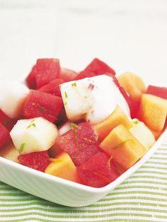 Melonisalaatti ja chilisabayone   K-Ruoka Fruit Salad, Chili, Strawberry, Food, Fruit Salads, Chile, Essen, Strawberry Fruit, Meals