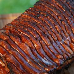 """Lately one of my """"standard"""" things when visitors come by and not just because it's quick and easy to prepare and grill, but because everyone likes it. You need: – kg pork saddle with rind – for the meat a 1 to 1 mixture of """"pork … Smoked Beef Brisket, Smoked Ribs, Bbq Brisket, Bbq Ribs, Pork Ribs, Barbecue, Smoked Mac And Cheese, Roast Chicken And Gravy, Roast Beef"""