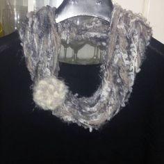 Sciarpa collana  scaldacollo handmade con piuma regalo Natale, by Nuvola rossa, 9,50 € su misshobby.com