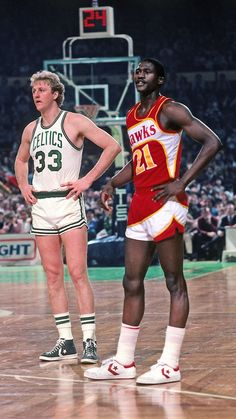Larry Bird and Dominique Wilkins - Basketball Tenis Basketball, Celtics Basketball, I Love Basketball, Basketball Pictures, Basketball Legends, Basketball Players, Basketball History, Nba Pictures, Nba Stars