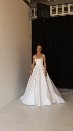 Fancy Wedding Dresses, Wedding Dress Suit, Prom Dresses Long Pink, Wedding Dress Styles, Ball Dresses, Bridal Dresses, Ball Gowns, Classic Wedding Dress, Wedding Dress Bustle