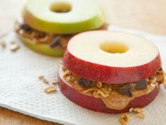 Receta de Sándwich de Manzana   Los sándwiches de manzana son una delicia. Con esta receta tus hijos podrán comerla de una manera diferente. Cuando estés en busca de un postre saludable ya sabes qué hacer.