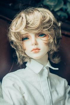 Bjd, with beautiful ocean eyes. The hair is perfect color too, perfect merman… - Doll Pretty Dolls, Beautiful Dolls, Beautiful Ocean, Gorgeous Eyes, Ooak Dolls, Barbie Dolls, Poses References, Realistic Dolls, Anime Dolls