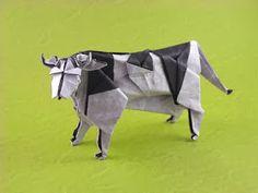 VACA ( MIYAJIRA NOBORU ) Hola amigos bueno en estedíales voy a mostrar como plegar a esta graciosa vaca , bueno es un modelo un ...