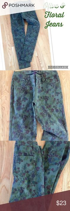 💕💜Olive & Floral Jeans Olive & Floral Jeans. Jeans are skinny leg & light weight. Has Olive background w/floral print. Back plain pockets. Size is a 5. Waist is 28 inches & inseam is 31 inches. Material: 72% Cotton 26% Poly & 2% Spandex. In excellent condition Blue Spice Jeans Skinny