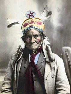 Photographic Print: Geronimo (1829-1909) : 24x18in