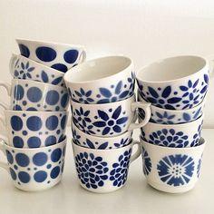 Klassiska muggar från Arabia #blå #blue #arabia #china Vintage Kitchenware, Vintage Bottles, Mid Century Modern Kitchen, Small House Decorating, Blue Pottery, Vintage Coffee, Modern Boho, Porcelain Ceramics, Scandinavian Design