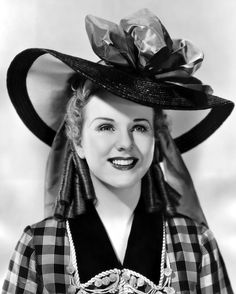 Deanna Durbin, Lady on a Train Actress, Dead at 91 Hollywood Actor, Hollywood Glamour, Classic Hollywood, Old Hollywood, Hollywood Style, Canadian Actresses, Female Actresses, Lady On A Train, Deanna Durbin