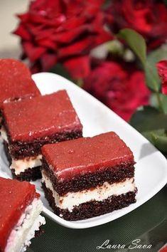 PRAJITURA CU BRANZA DULCE SI CAPSUNI Romanian Desserts, Romanian Food, Sweets Recipes, Cookie Recipes, Something Sweet, Mini Cakes, Tiramisu, Sweet Treats, Deserts