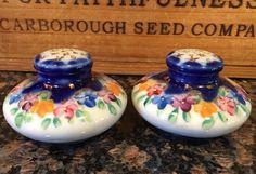 Vintage Pair Salt Pepper Shakers Hand painted Gold Multicolor Flowers With Corks Salt Pepper Shakers, Salt And Pepper, Corks, Hand Painted, Flowers, Gold, Ebay, Vintage, Salt N Pepper