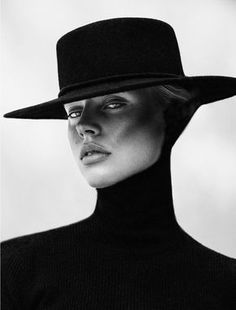 A striking black and white portrait of a female model - fashion photography inspiration Photographie Portrait Inspiration, Fashion Photography Inspiration, Photography Poses Women, Abstract Photography, Digital Photography, Editorial Photography, Photography Tips, Landscape Photography, Photography Lighting