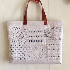The Beauty of Japanese Embroidery - Embroidery Patterns Embroidery Bags, Learn Embroidery, Japanese Embroidery, Embroidery Stitches, Embroidery Patterns, Art Patterns, Flower Embroidery, Embroidered Flowers, Shashiko Embroidery