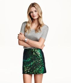 Short velvet skirt with a sequined pattern and concealed side zip. Jersey lining. | Party in H&M