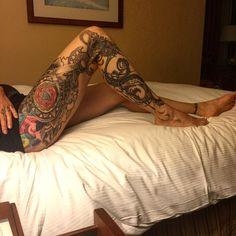 Her legs. @eejewelry