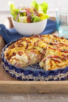 Bloemkool, kaas en ham is een heerlijke combinatie. En verpakt in een taart is het helemaal een feestje! Serveer met een salade en je maaltijd is compleet.