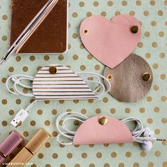 This February, fall in love with leather! Our DIY leather cord organizer is the perfect project for Valentine's. Both functional and fun. Diy Leather Projects, Leather Diy Crafts, Leather Craft, Handmade Leather, Vintage Leather, Diy Projects, Leather Jewelry, Leather Cord, Leather Totes