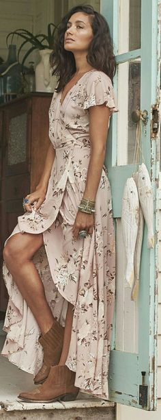 Boho chic maxi dress for summer. Pair it with suede leather boots for summer daily look #dailylook #womenlook