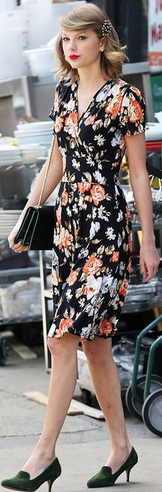 Who made  Taylor Swift's short sleeve floral dress and green handbag?
