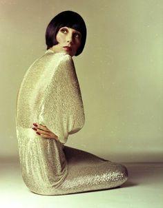 Alway a nye inspiration- Cher for Vogue, April 1972 by Photographer Richard Avedon 70s Fashion, Fashion History, Look Fashion, Vintage Fashion, Fashion Outfits, Fashion Design, High Fashion, Charlotte Rampling, Lauren Hutton