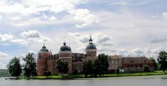 Gripsholm Castle, Sweden, is situated in Sodermanland, on the shores of Lake Malaren Castles To Visit, Royal Residence, Midnight Sun, Chateaus, 14th Century, Beautiful Buildings, Cathedrals, Palaces, Middle Ages