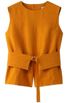 Mustard sleeveless blouse perfect for Summer style. - - Mustard sleeveless blouse perfect for Summer style. Source by verenafilati Blouse Styles, Blouse Designs, Style Casual, Casual Outfits, Fashion Details, Fashion Design, Fashion Trends, Fashion Women, Chemise Fashion