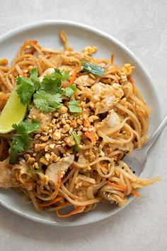 Filled with sprouts, carrots, chicken and onion and cooked in a homemade sauce, this Pad Thai recipe has become a family favorite! It's simple and tastes jus like that found at the restaurants. thai recipe Homemade Pad Thai - Life Made Simple Easy Thai Recipes, Asian Recipes, Dinner Recipes, Healthy Recipes, Homemade Pad Thai, Homemade Sauce, Chicken Recipes, Easy Meals, Cooking Recipes