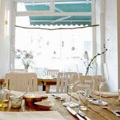Helles, freundliches Interieur im Restaurant Jellyfisch im Schanzenviertel   creme hamburg