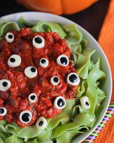 Fun & Spooky Halloween Treats - http://www.popularaz.com/fun-spooky-halloween-treats/