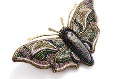 """Купить Брошь """"Олеандровый бражник"""" - Вышивка бисером, брошь-бабочка, брошь в форме цветка"""