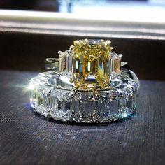 Gorgeous yellow diamond and diamond eternity band Yellow Diamonds, Colored Diamonds, Eternity Bands, Eternity Ring Diamond, Diamond Rings, Bling Bling, Wedding Band, Wedding Rings, Emerald Cut