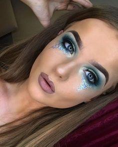 20 herrliche maquillages für les yeux bleus - WORLD DIAT - Makeup Ideas -. Summer Eye Makeup, Makeup For Green Eyes, Blue Eye Makeup, Eye Makeup Tips, Glitter Makeup, Makeup Hacks, Makeup Ideas, Halloween Makeup Glitter, Mermaid Halloween Makeup