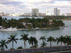 "<a href=""http://www.flickr.com/photos/alan-light/4315610199/"" title=""Miami skyline by Alan Light, on Flickr""><img src=""http://farm3.staticflickr.com/2685/4315610199_b21772b859.jpg"" width=""500"" height=""375"" alt=""Miami skyline""></a>"