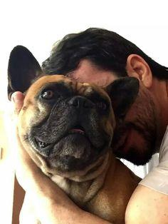 """""""Amar de graça, sim. Porque a maldade é cara demais"""". Yohana Sanfer  Foto: Padre Fábio de Melo e Lucco, seu cão."""