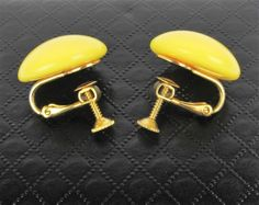 Vintage Napier Yellow Button Dome Earrings Signed Screw Back 0.75 Inch #Napier #Buttondome