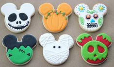 Halloween sugar cookies for 2019 that'll cast a spooky spell on you - Hike n Dip Make your Halloween special by baking some Halloween Cookies. Here are the best Halloween Sugar cookies ideas and royal icing decorations for your inspo. Halloween Party Snacks, Halloween Desserts, Halloween Cupcakes, Disney Halloween, Postres Halloween, Halloween Cookie Cutters, Halloween Cookies Decorated, Halloween Sugar Cookies, Snacks Für Party