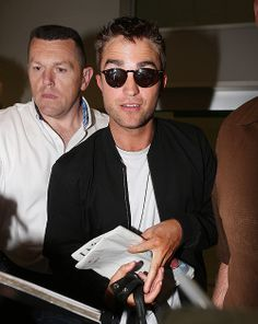 Robert Pattinson Life: New Pictures of Rob Arriving In Nice France