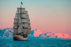 L'image du Jour : Europa dans l'Antarctique sur le chenal Neumayer Sea Of Thieves, Yacht Cruises, Sailing Adventures, Set Sail, Sea Waves, Tall Ships, Model Ships, Sailboat, Sailing Ships