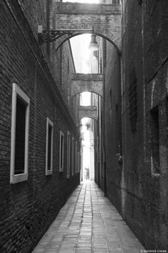magnus-omme-blog-travel-photography-venice-venecia-lane-way-perspective-italy